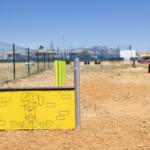 El Ayuntamiento ha instalado en el 'corre-cans' de Nova Cabana juegos para potenciar la agilidad y el ejercicio físico de los perros