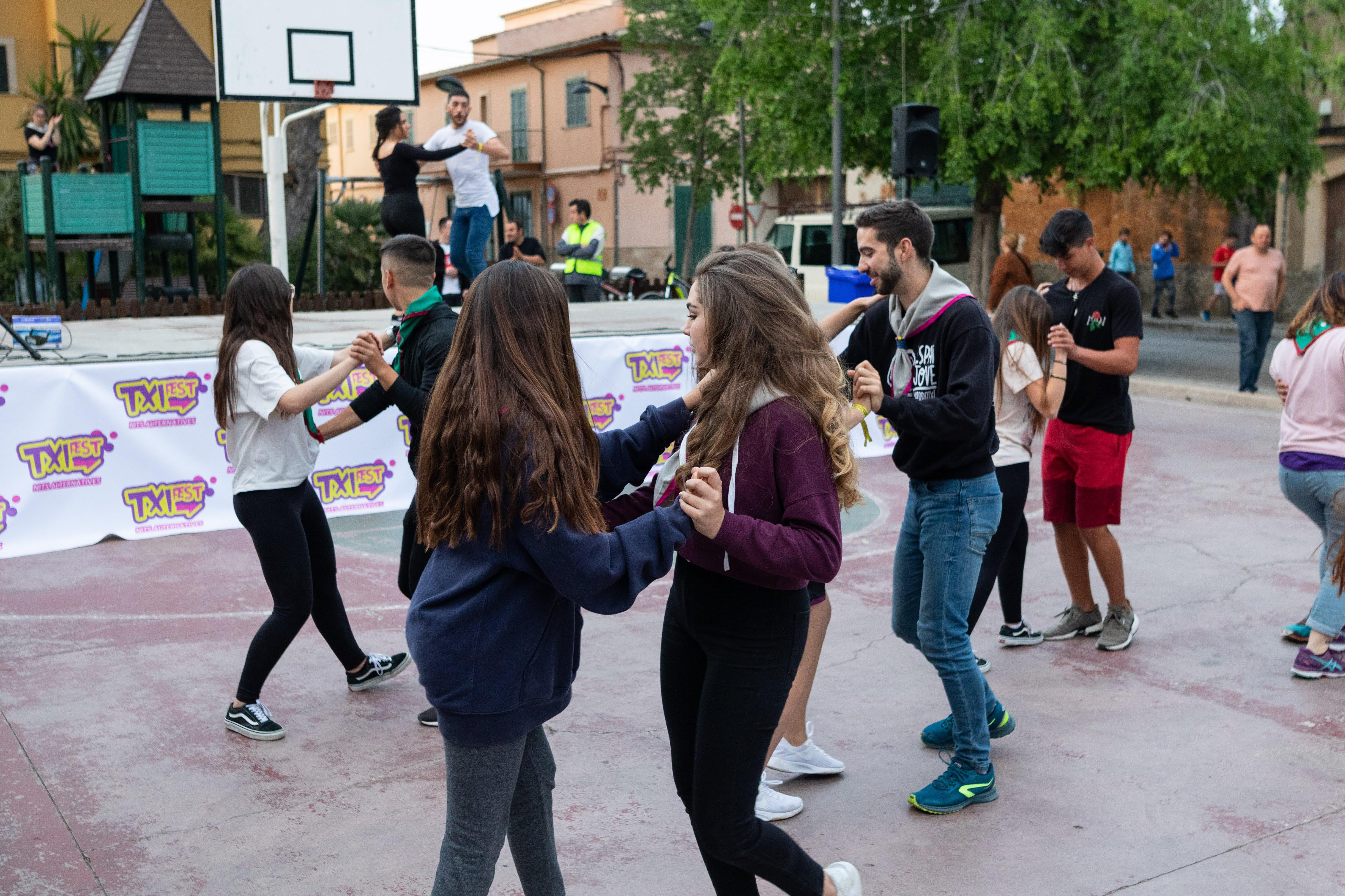 , Unes 200 persones varen gaudir de la primera edició de 'Txifest', que va oferir tot tipus d'activitats per als joves dins de l'oci alternatiu