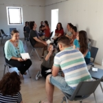 Una quincena de padres y madres compartieron experiencias sobre la crianza de los hijos en un taller sobre parentalidad positiva