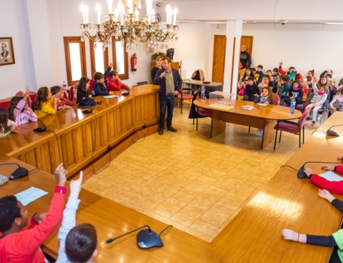 L'alumnat de Primària de les escoles de Marratxí aprèn el funcionament de l'Ajuntament i dels plens municipals