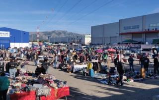 Personas en un mercado