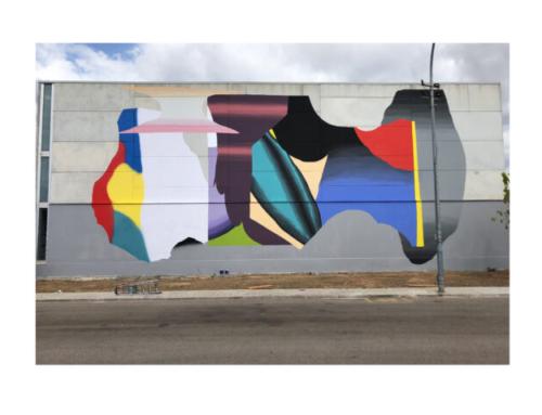 L'artista visual Grip Face finalitza el seu mural a la façana del poliesportiu del CEIP Blanquerna d'es Pont d'Inca