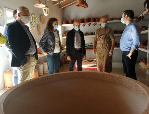 Ajuntament i Consell donen suport a l'artesania local en una visita a les olleries de Pòrtol i Sa Cabaneta